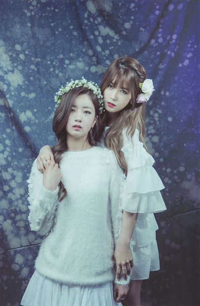 Tags: K-Pop, Apink, Park Cho-rong, Yoon Bo-mi, Hug From Behind, Serious, Dress, Holding Close, White Outfit, Flower, Two Girls, Standing