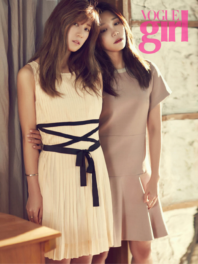 Tags: K-Pop, Apink, Park Cho-rong, Jung Eun-ji, Hand On Arm, Brown Dress, White Outfit, Looking Down, White Dress, Two Girls, Brown Outfit, Text: Magazine Name