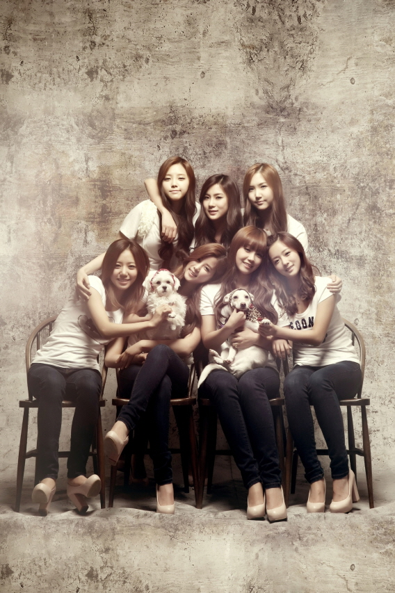 Tags: K-Pop, Apink, Yoon Bo-mi, Park Cho-rong, Jung Eun-ji, Hong Yoo-kyung, Kim Nam-joo, Oh Ha-young, Son Na-eun, High Heels, Short Sleeves, Sitting