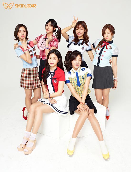 Tags: K-Pop, Apink, Oh Ha-young, Son Na-eun, Yoon Bo-mi, Park Cho-rong, Jung Eun-ji, Kim Nam-joo, School Uniform, V Gesture, Text: Brand Name, Skoolooks