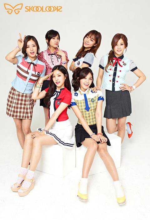 Tags: K-Pop, Apink, Kim Nam-joo, Oh Ha-young, Son Na-eun, Yoon Bo-mi, Park Cho-rong, Jung Eun-ji, School Uniform, V Gesture, Text: Brand Name, Skoolooks