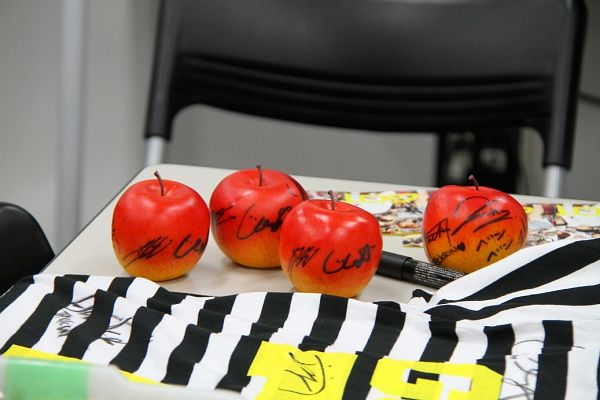 Apple - Fruits