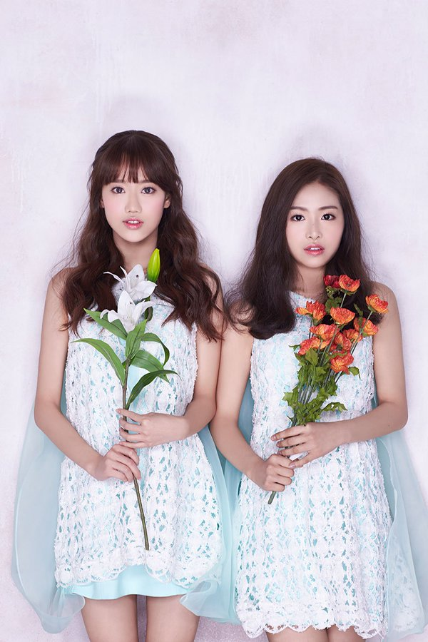 Tags: K-Pop, April, Kim Chaewon (April), Lee Naeun, Flower, Duo, Make Up, Blue Dress, Blush (Make Up), Orange Flower, Two Girls, Blue Outfit