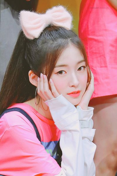 Tags: K-Pop, Oh My Girl, Arin, Hand On Cheek, Pink Headwear, Hair Bow, Ponytail, Pink Shirt, Looking Away, Bow, Hair Up, Hair Ornament