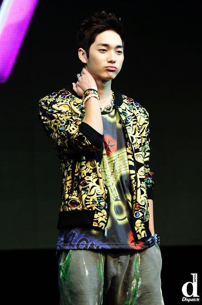 Tags: K-Pop, NU'EST, Aron, Dark Background, Dispatch, Live Performance