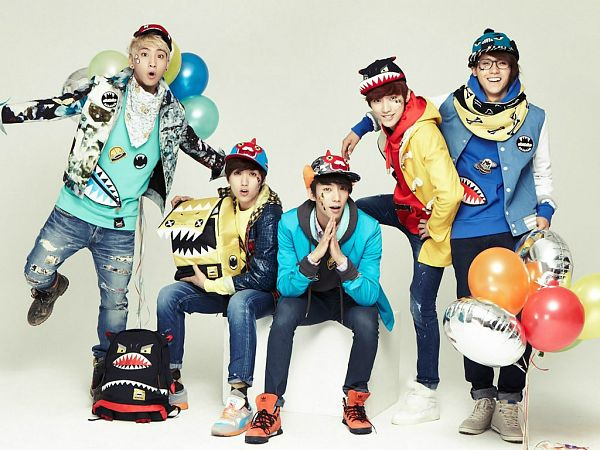 Tags: K-Pop, B1A4, Sandeul, CNU, Baro, Jung Jinyoung, Gongchan, Jeans, Orange Footwear, Light Background, Bag, Boots