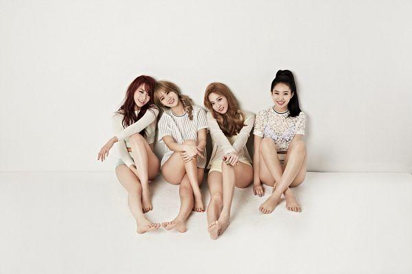 Tags: K-Pop, BESTie, Uji, Kang Hyeyeon, Song Dahye, Na Haeryung, Four Girls, Bare Legs, Feet, Barefoot, Leg Up, Red Hair