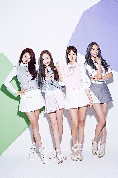 Tags: K-Pop, BESTie, Na Haeryung, Uji, Kang Hyeyeon, Song Dahye, High Heels, Crossed Legs (Standing), Skirt, Leg Up, Hand On Hip