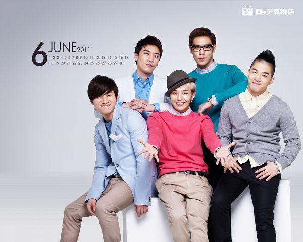 Tags: K-Pop, BIGBANG, Taeyang, T.O.P., Kang Daesung, G-Dragon, Seungri, Laughing, Blue Outerwear, Belt, Brown Pants, Glasses