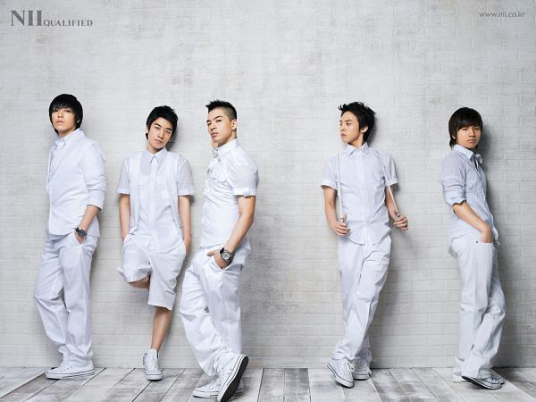 Tags: K-Pop, BIGBANG, G-Dragon, Kang Daesung, Taeyang, Seungri, T.O.P., Five Males, White Footwear, Leaning On Wall, Shoes, Quintet
