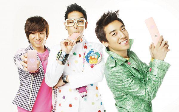 Tags: K-Pop, BIGBANG, Kang Daesung, Seungri, T.O.P., Glasses, Checkered Jacket, Necklace, White Background, White Jacket, Watch, White Outerwear
