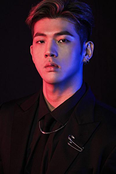 Tags: K-Pop, K.A.R.D, You In Me, BM, Tie, Black Outerwear, Black Neckwear, Black Outfit, Dark Background, Black Jacket, Collar (Clothes), Close Up
