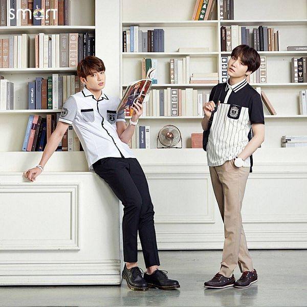 Tags: K-Pop, BTS, Suga, Jungkook, Serious, Electric Fan, Black Pants, Brown Pants, Bag, Open Book, Backpack, Book