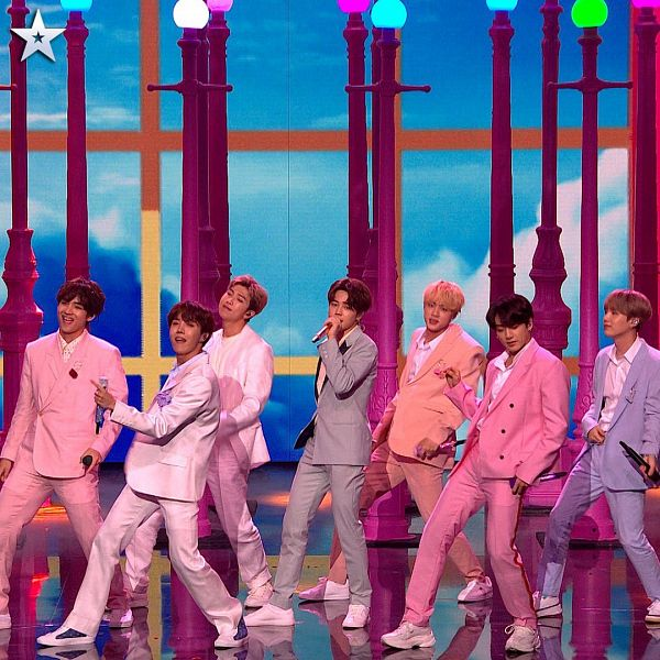 Tags: K-Pop, BTS, Boy With Luv, Rap Monster, Park Jimin, J-Hope, Suga, Jungkook, Jin, V (Kim Taehyung), Stage, Dancing
