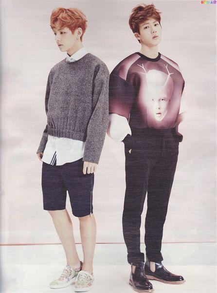 Tags: K-Pop, BTS, V (Kim Taehyung), Jin, White Footwear, Sneakers, Black Shorts, Looking Away, Duo, Black Pants, Sweater, Gray Outerwear