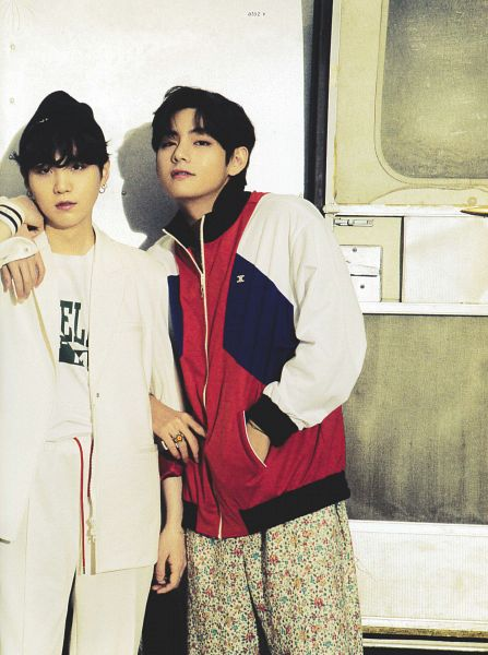 Tags: K-Pop, BTS, V (Kim Taehyung), Suga, Hand In Pocket, White Pants, Floral Print, Ring, Two Males, Duo, White Outerwear, Hat