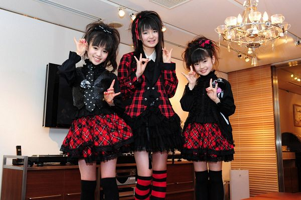 Tags: J-Pop, Babymetal, Yuimetal, Moametal, Su-metal, Ponytail, Nail Polish, Trio, Medium Hair, Laughing, Tie, Blunt Bangs