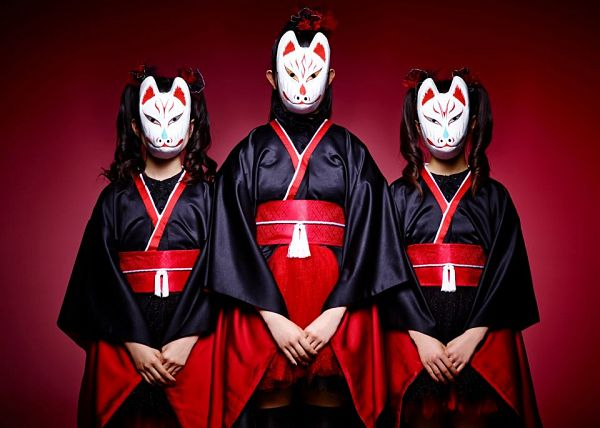 Tags: J-Pop, Babymetal, Moametal, Su-metal, Yuimetal, Twin Tails, Mask, Ponytail, Kimono, Trio, Traditional Clothes, Medium Hair