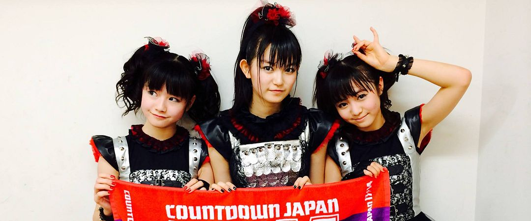 Tags: J-Pop, Babymetal, Su-metal, Yuimetal, Moametal, Matching Outfit, Ponytail, Looking Away, Light Background, Twin Tails, Three Girls, White Background