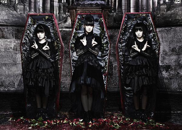 Tags: J-Pop, Babymetal, Su-metal, Yuimetal, Moametal, Socks, Full Body, Monochrome, Black Outfit, Coffin, Matching Outfit, Twin Tails