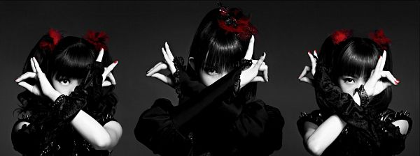 Tags: J-Pop, Babymetal, Yuimetal, Moametal, Su-metal, Black Background, Covering Mouth, Gloves, Black Eyes, Full Group, Dark Background, Black Outfit