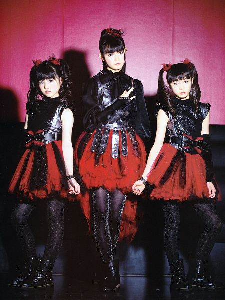 Tags: J-Pop, Babymetal, Su-metal, Yuimetal, Moametal, Shoes, Black Legwear, Gloves, Trio, Wavy Hair, Full Group, Bracelet