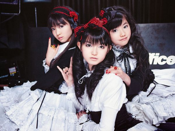 Tags: J-Pop, Babymetal, Yuimetal, Moametal, Su-metal, Ring, Three Girls, Black Jacket, Wavy Hair, Nail Polish, Light Background, Twin Tails