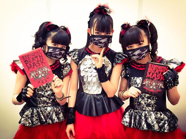 Tags: J-Pop, Babymetal, Yuimetal, Moametal, Su-metal, Holding Object, Skirt, Nail Polish, Ponytail, Mask, Trio, Twin Tails