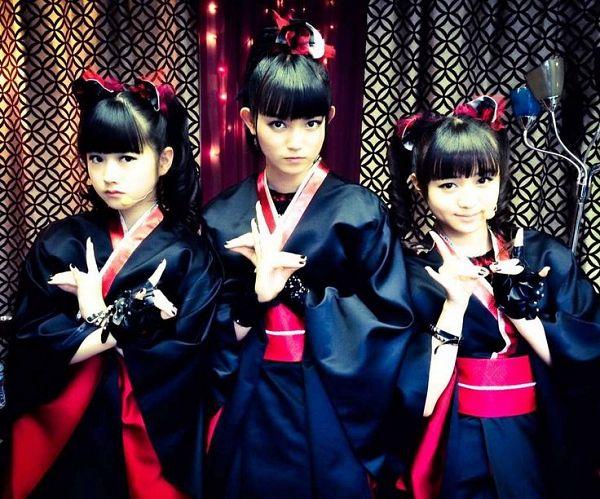 Tags: J-Pop, Babymetal, Yuimetal, Moametal, Su-metal, Crossed Arms, Black Dress, Kimono, Full Group, Black Outfit, Red Bow, Twin Tails