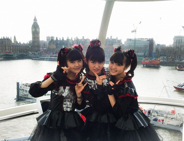 Tags: J-Pop, Babymetal, Yuimetal, Moametal, Su-metal, Black Gloves, Black Dress, Fingerless Gloves, Twin Tails, Gloves, Black Outfit, Matching Outfit