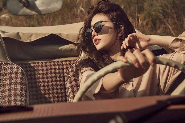 Tags: K-Pop, Miss A, Bae Suzy, Car, Mole, Glasses, Red Lips, Sunglasses, In Car, Facial Mark, Carin