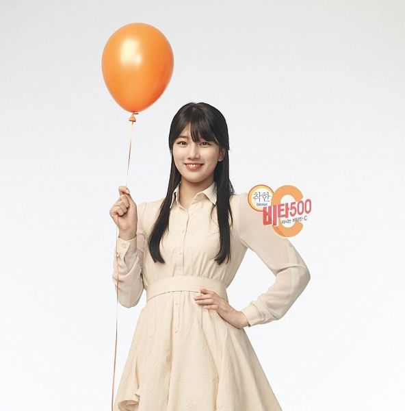 Tags: K-Pop, Miss A, Bae Suzy, Hand On Hip, Light Background, White Background, Black Eyes, Grin, White Dress, Balloons, White Outfit, Vita 500