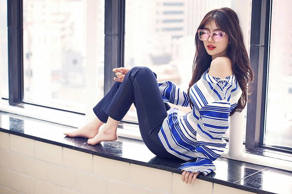 Tags: K-Pop, Miss A, Bae Suzy, Striped Shirt, Bare Shoulders, Glasses, Serious, Sunglasses, Striped, Window, Barefoot, Blue Pants