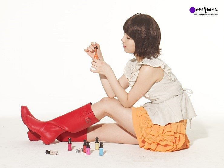 Tags: K-Pop, Miss A, Bae Suzy, Side View, Sitting On Ground, Skirt, Red Footwear, Orange Skirt, Boots, Light Background, White Background, Make Up