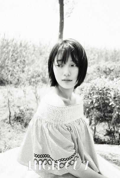 Tags: K-Pop, Miss A, Bae Suzy, Sitting, Monochrome, Bare Shoulders, Short Hair, Serious, Looking Back, Bent Knees, Magazine Scan, High Cut
