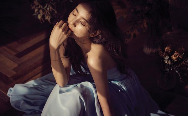 Tags: K-Pop, Miss A, Bae Suzy, Eyes Closed, Sitting On Ground, Dress, Sleeveless, Bare Shoulders, Flower, Bent Knees, Wavy Hair, Sleeveless Dress