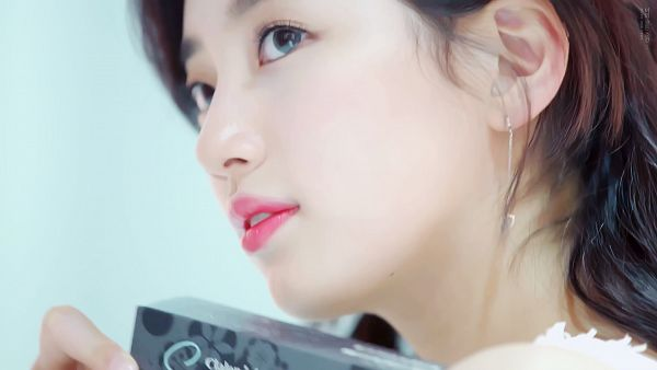 Tags: K-Pop, Miss A, Bae Suzy, Gray Eyes, Contact Lenses, Looking Away, Looking Up, Screenshot, Clalen