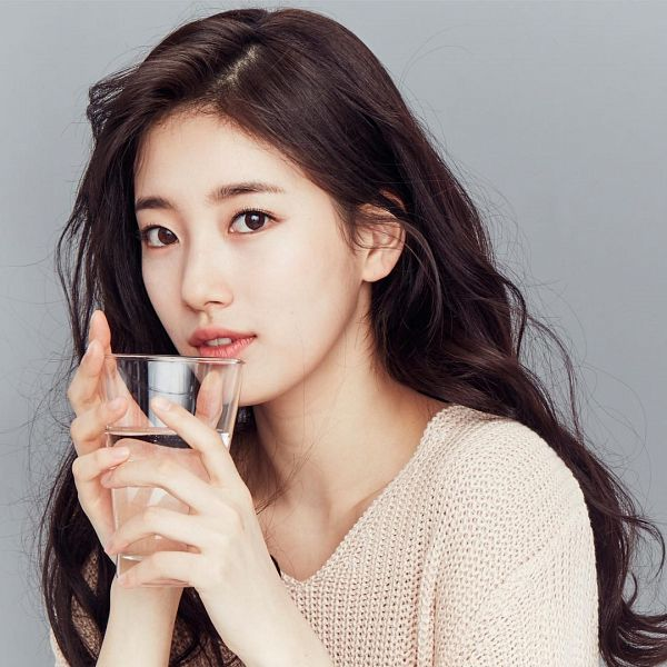 Tags: K-Pop, Miss A, Bae Suzy, Gray Background, Glass (Cup), Contact Lenses, Cup, Water, Clalen