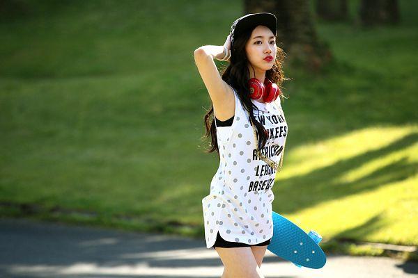 Tags: K-Pop, Miss A, Bae Suzy, Spotted, Shorts, Skateboard, Black Headwear, Black Shorts, Black Eyes, Headphones, Spotted Shirt, Red Lips