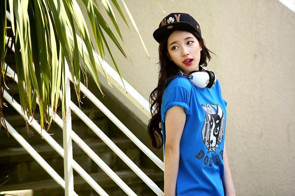 Tags: K-Pop, Miss A, Bae Suzy, Stairs, Tree, Headphones, Short Sleeves, Palm Tree, Red Lips, Black Eyes, Black Headwear, Blue Shirt