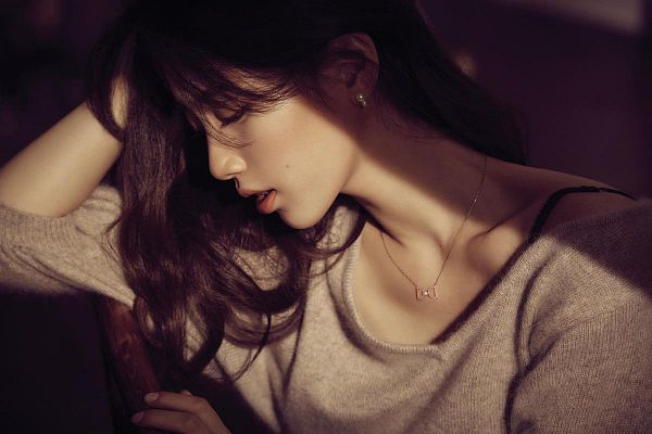 Tags: K-Pop, Miss A, Bae Suzy, Brown Shirt, Mole, Side View, Looking Down, Necklace, Facial Mark, Didier Dubot
