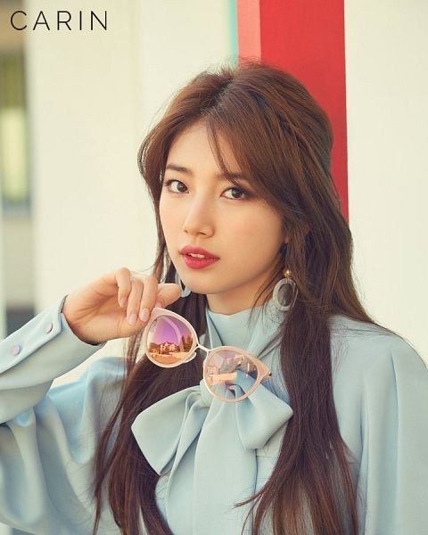 Tags: JYP Entertainment, K-Pop, Bae Suzy, Blue Bow, Blue Shirt, Bow, Nail Polish, Glasses, Sunglasses, Glasses Off, Make Up, Carin