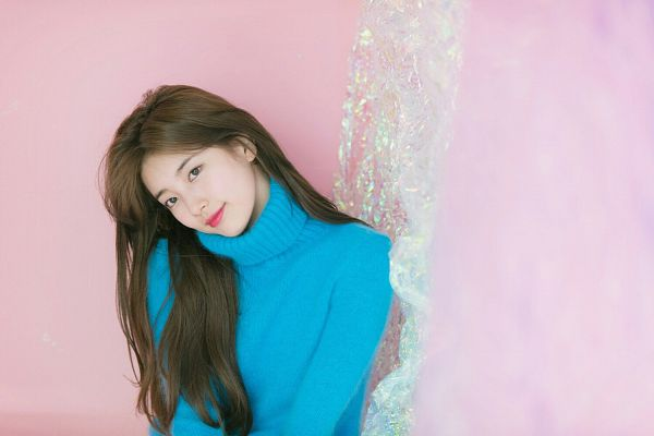 Tags: JYP Entertainment, K-Pop, Bae Suzy, Pink Background, Blue Shirt, Head Tilt, Sweater, Turtleneck, Collar (Clothes), Suzy 2018 Season's Greetings, Scan
