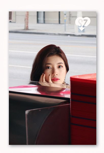 Tags: JYP Entertainment, K-Pop, Bae Suzy, Serious, Hand On Cheek, Nail Polish, Make Up, Arm Support, Faces Of Love