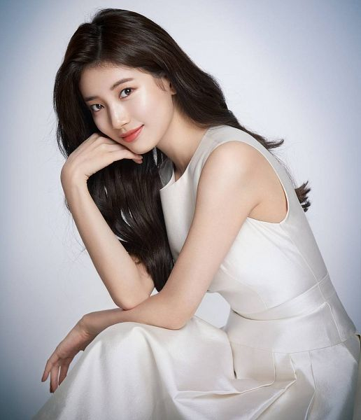 Tags: JYP Entertainment, K-Pop, Bae Suzy, Bent Knees, Sitting, Make Up, White Dress, Dress, Arm Support, White Outfit, Gray Background, Lancôme