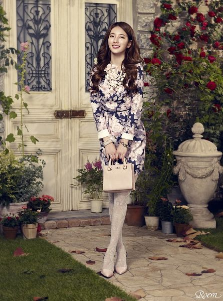 Tags: K-Pop, Bae Suzy, Wavy Hair, Floral Dress, Pantyhose, Bush, Necklace, Plant, Crossed Legs (Standing), High Heels, Red Flower, Rose (flower)