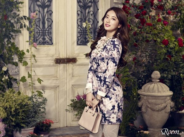 Tags: K-Pop, Bae Suzy, Pantyhose, Wavy Hair, Floral Dress, Vase, Necklace, Plant, Rose (flower), Bush, Bracelet, Red Flower