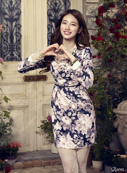 Tags: K-Pop, Bae Suzy, Floral Dress, Rose (flower), Bracelet, Red Flower, Flower, White Legwear, Heart Gesture, Floral Print, Pantyhose, Wavy Hair