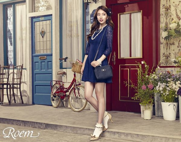 Tags: K-Pop, Bae Suzy, Looking Back, Hair Ornament, Lace, Blue Outfit, Full Body, Chair, Grin, White Flower, Flower, Pink Flower