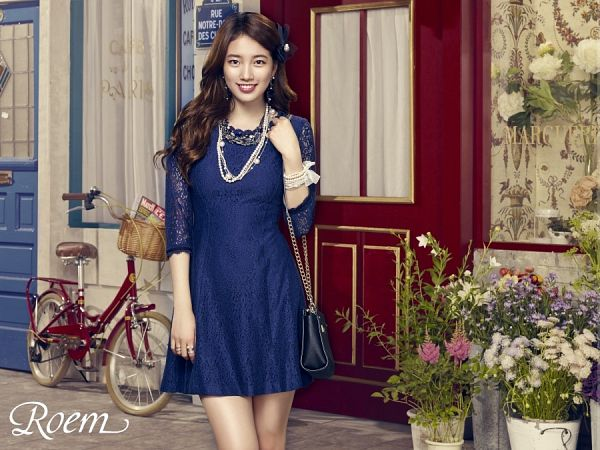 Tags: K-Pop, Bae Suzy, Hair Ornament, Lace, Bag, Grin, Flower, Blue Outfit, Ring, White Flower, Purple Flower, Necklace